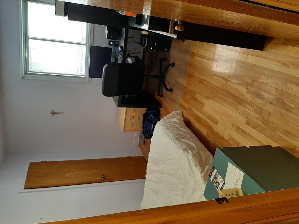 C 10x12 room