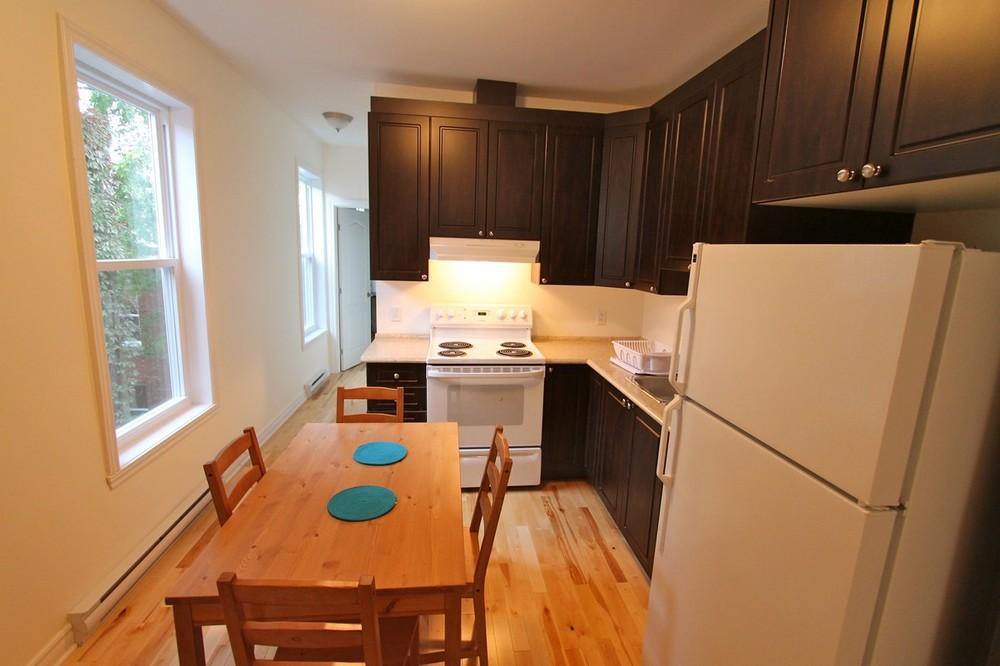 Colonial1 kitchen 2