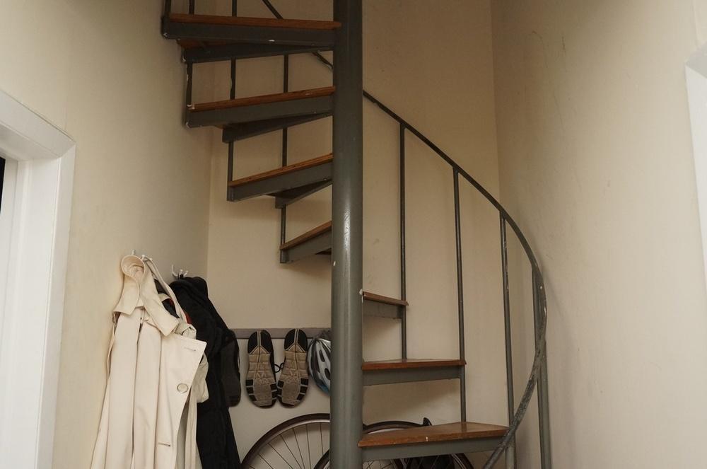 Apt stairs