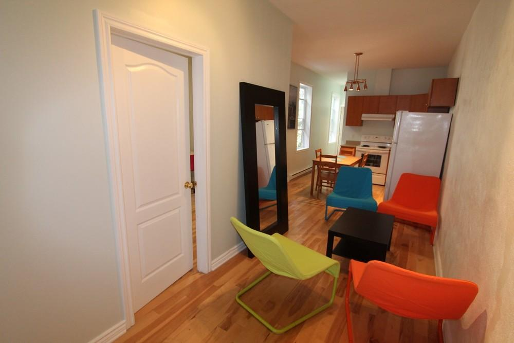 Colonial2 livingroom 1