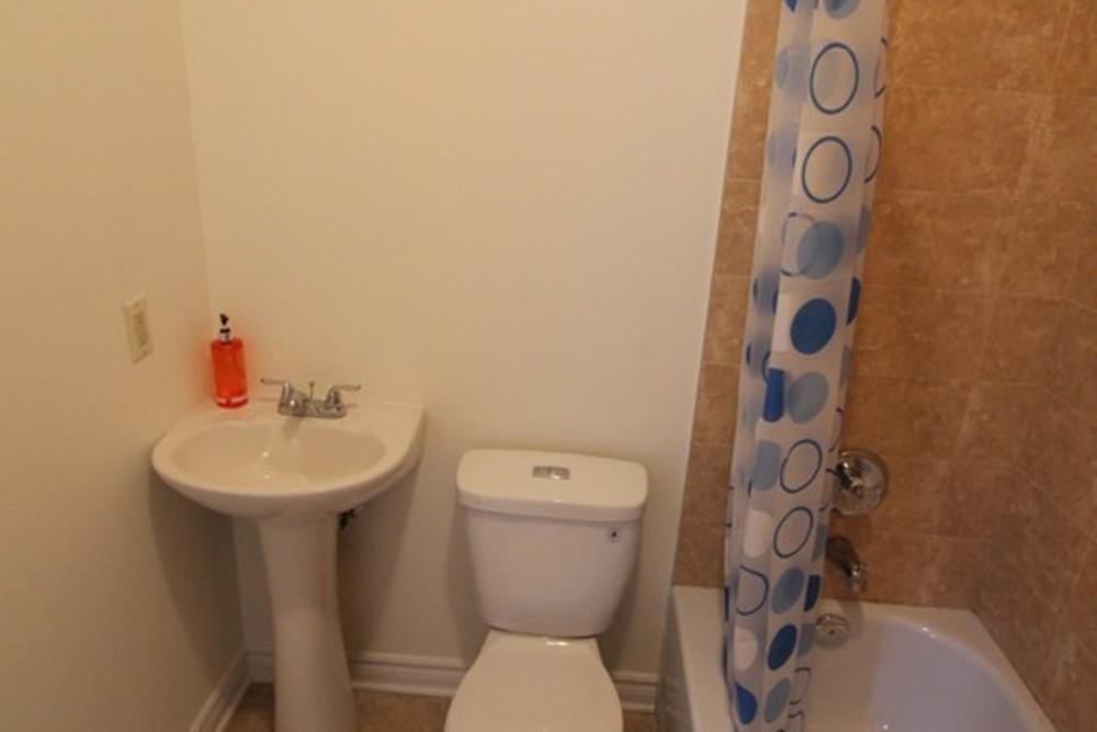 Colonial1 bathroom 2